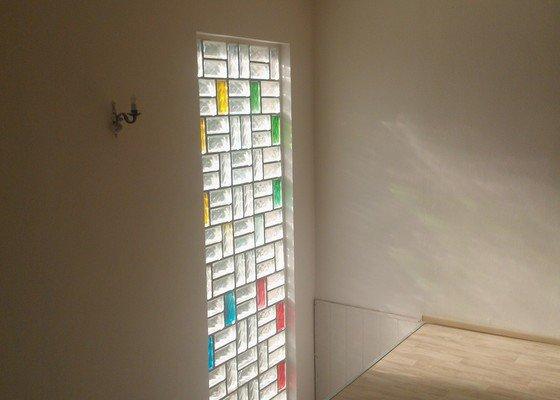 Skleněné zábradlí a skleněná stěna