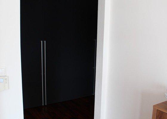 Výroba a montáž skleněných posuvných dveří