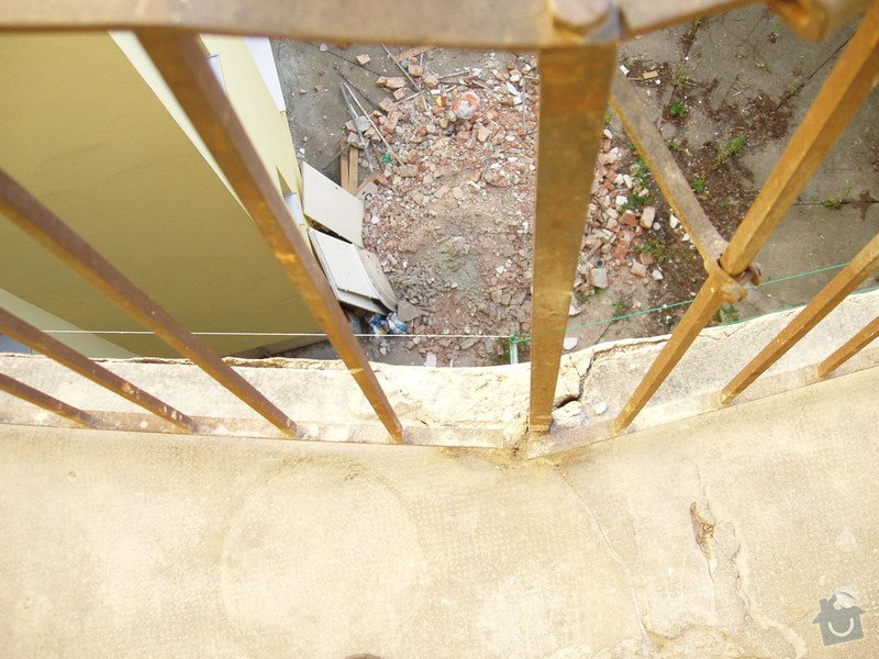 Renovace železobetonových pavlačí (4 patra po ca 7 m): P1010040