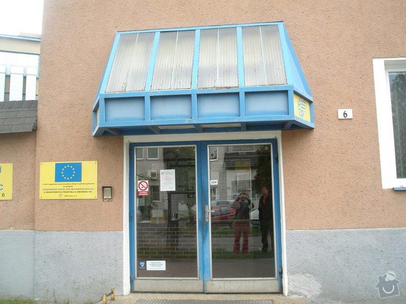 Zhotovení přístřešku nad vstupní dveře: P5140160
