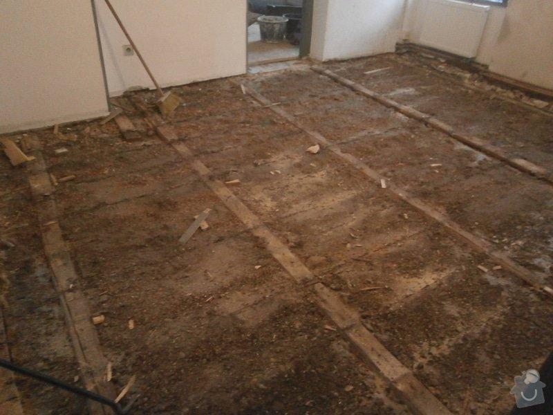 Podlahy: P8100137