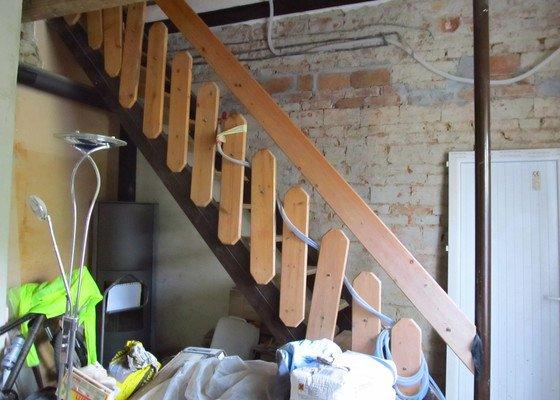 Provizorni stavebni schodiste