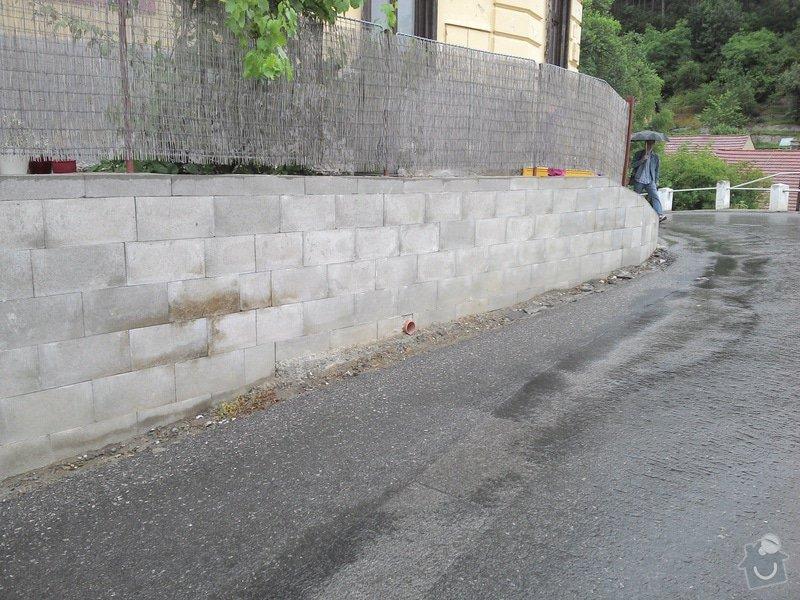 Obložení betonové zdi kamenem: zed_horni_konec