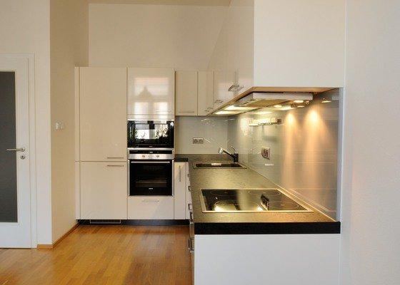 Kuchyně pro mladý pár do bytu, Praha