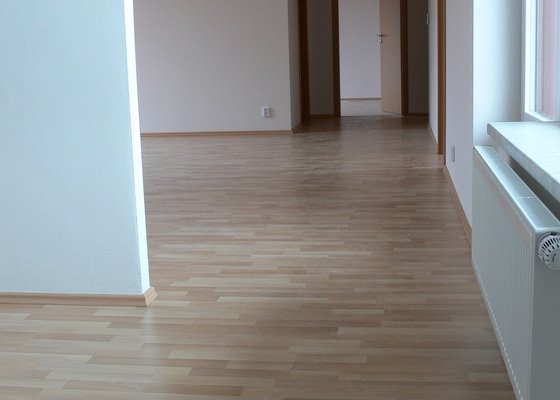 Pokládka podlah na bytových domech cca 15.000m2