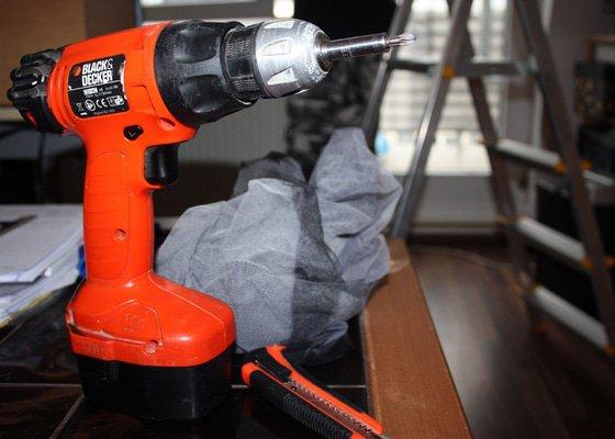 Instalace sítí do oken, oprava strun v žaluziích