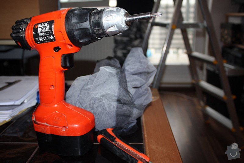 Instalace sítí do oken, oprava strun v žaluziích: akusroubovak