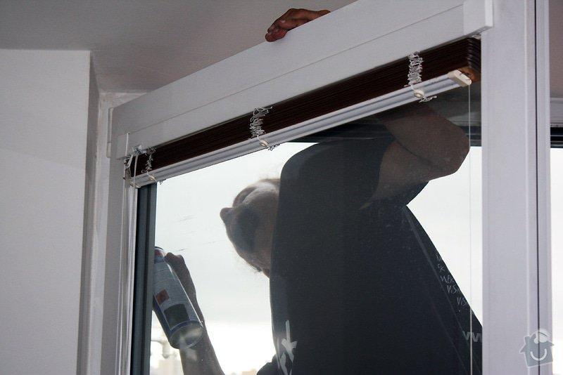 Instalace sítí do oken, oprava strun v žaluziích: promazani-oken