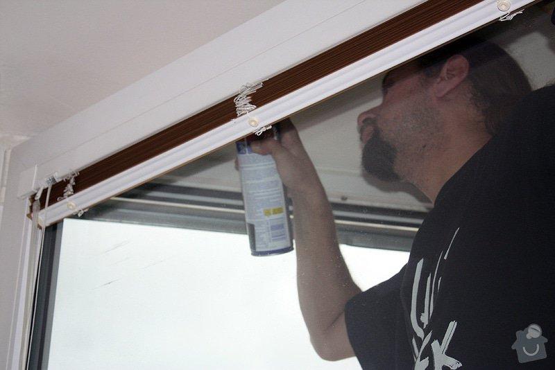 Instalace sítí do oken, oprava strun v žaluziích: promazani-oken2