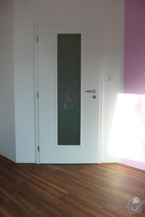 Samonosné schody, interiérové dveře, jídelní stůl: 6906820_720