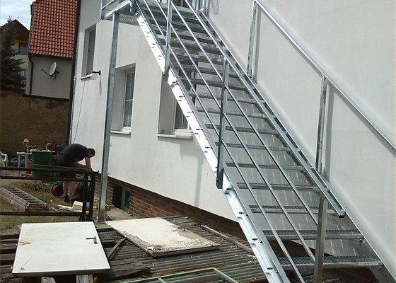 Kovové externí schodiště