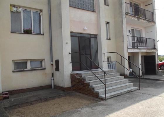 Rekonstrukce venkovního schodiště - bytovka, Svídnice u Dymokur