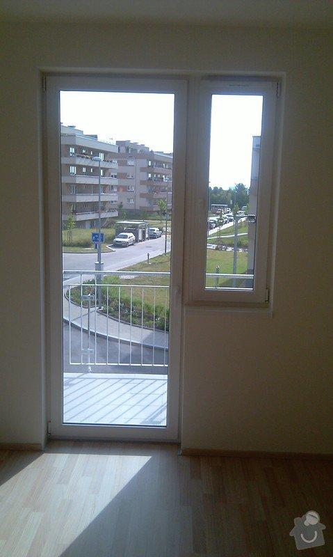 Žaluzie (3 okna + balkon), síť proti hmyzu (2 okna): balkon
