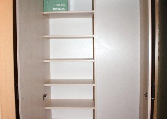 Výroba 2 skříní a desky konfer. stolku