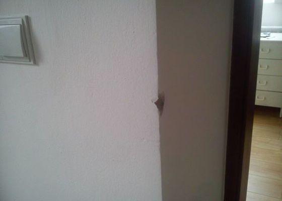 Oprava drobného poškození stěny v bytě
