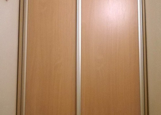 Vestavěná skřín, panelák