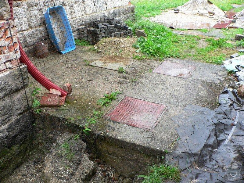 Výkopové práce - likvidace septiku, příprava na ČOV: P1030283