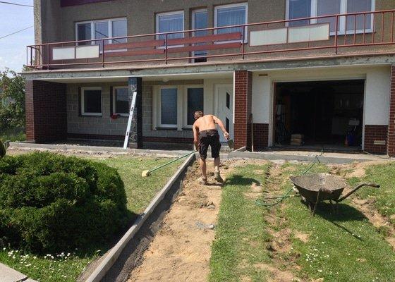 Opravu vjezdu do domu a chodník k domu