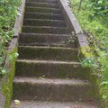Oprava chodnicku schodiste zvyseni zidky betonovani zabradli  dlouhe schody 4