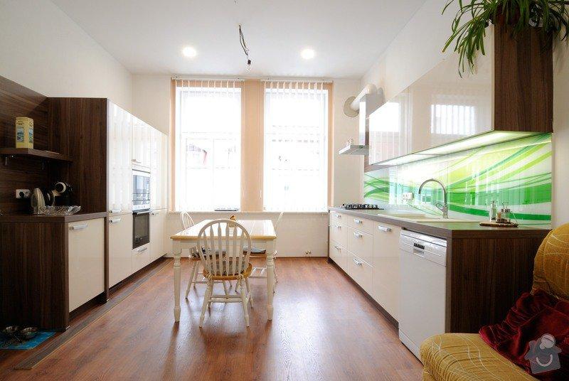 Rovná kuchyně do bytového domu, Karlovy Vary: DSC_3686