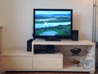 Vestavěné sříně a nová kuchyň: TV_stolek