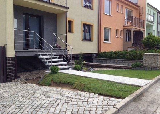 Zhotovení betonových vstupnich schodů místo původních