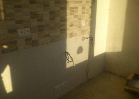 Výměna 4 radiátorů, úprava umístění plyn. kohoutu v kuchyni