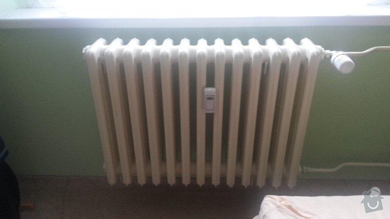 Otočení ventilu na radiátoru ústředního topení, posun radiátoru stranou: radiator