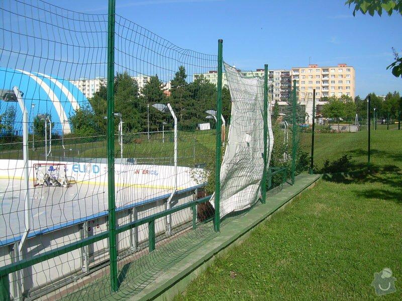 Oprava plotu na Iceparku v Plzni: plot_icepark