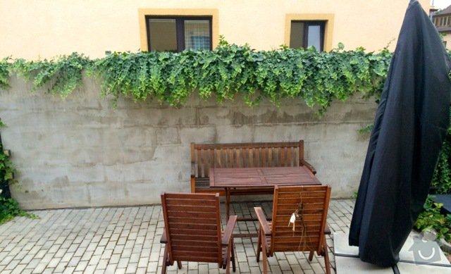 Obklad venkovní zdi cca 5x1.9m kamenem (či umělým kamenem): Zahrada_betonova_zed_IMG_5420