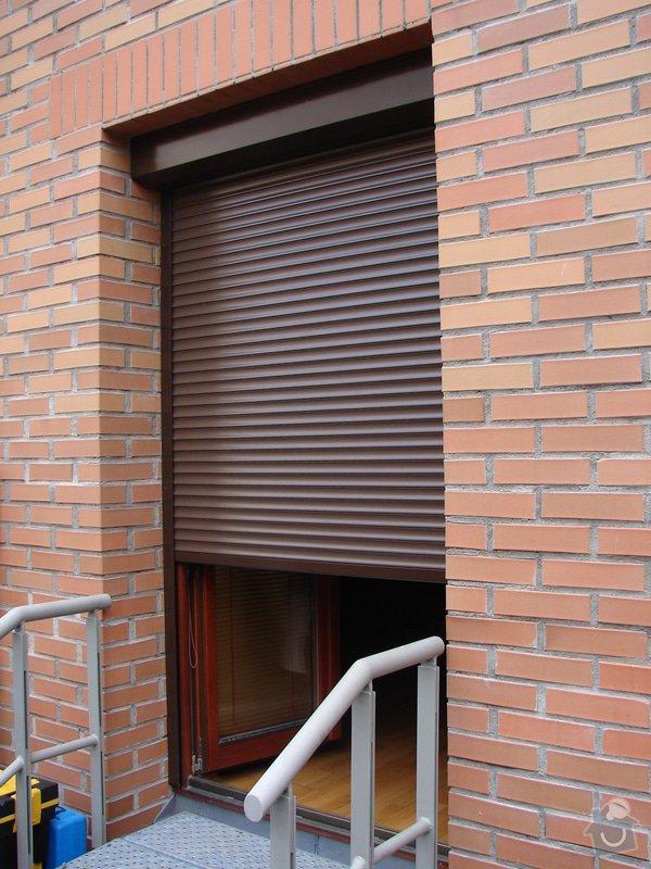 Venkovní předokení roleta a dveřní síť proti hmyzu.: DSC04646