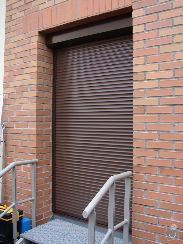 Venkovní předokení roleta a dveřní síť proti hmyzu.: DSC04648