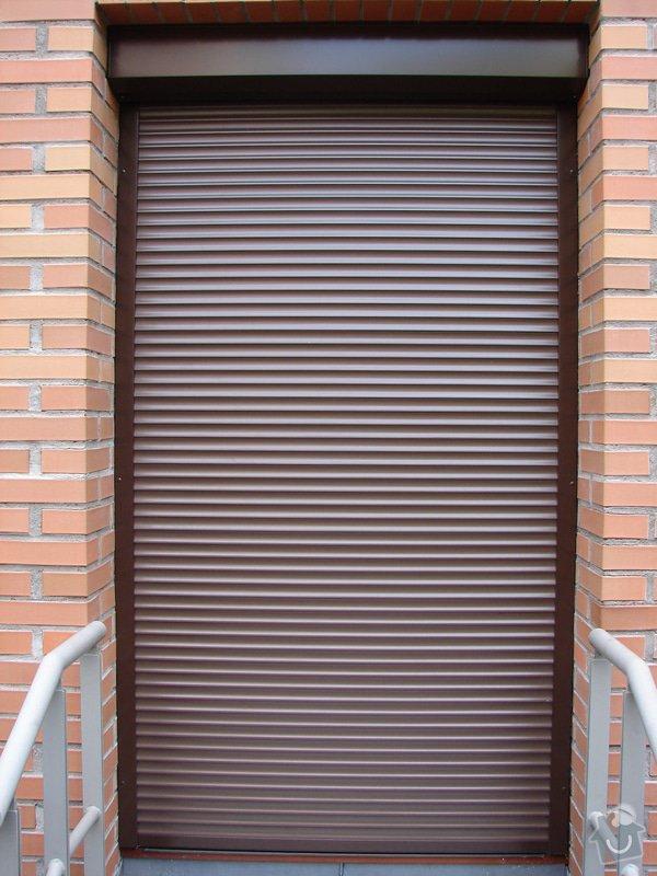 Venkovní předokení roleta a dveřní síť proti hmyzu.: DSC04649