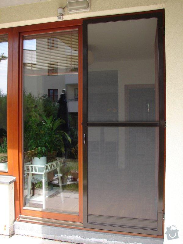 Venkovní předokení roleta a dveřní síť proti hmyzu.: DSC04652