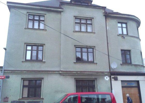 Fasádu bytového domu