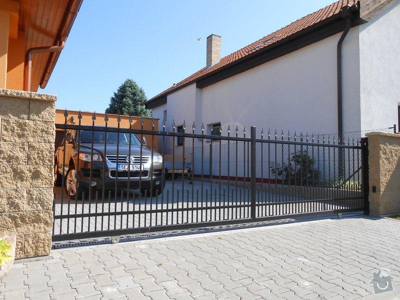 Kovaný plot a kovaná posuvná brána: DSCN1290