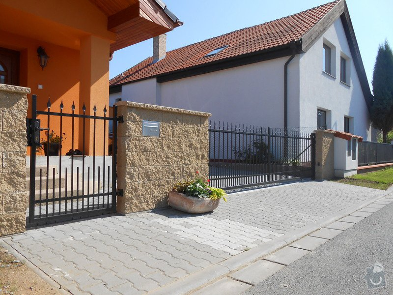 Kovaný plot a kovaná posuvná brána: DSCN1289