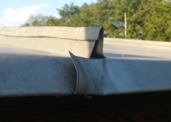 Klempířské práce - oprava průchodu komína střechou