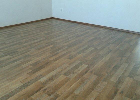 Výměná staré podlahy (skládané parkety) za plovoucí podlahu