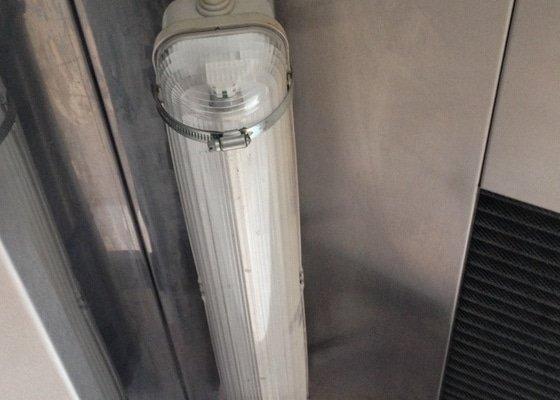 Výměna krytu a žárovky nad digestořem
