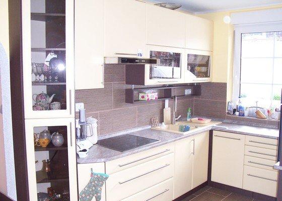 Kuchyňská linka do malé místnosti s vysokou užitnou hodnotou