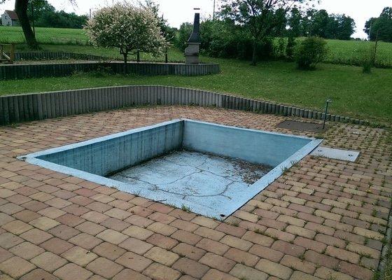 Zasypání bazénu a položení zámkové dlažby