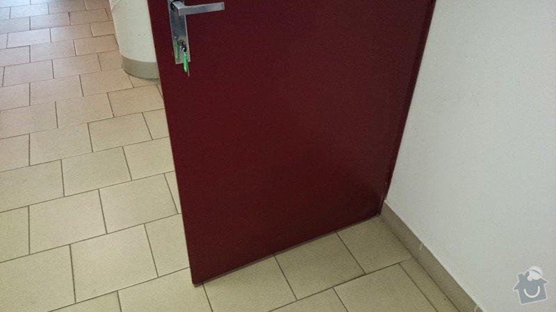 Vsazení větrací mřížky do kancelářských dveří: DSC_000001_3_