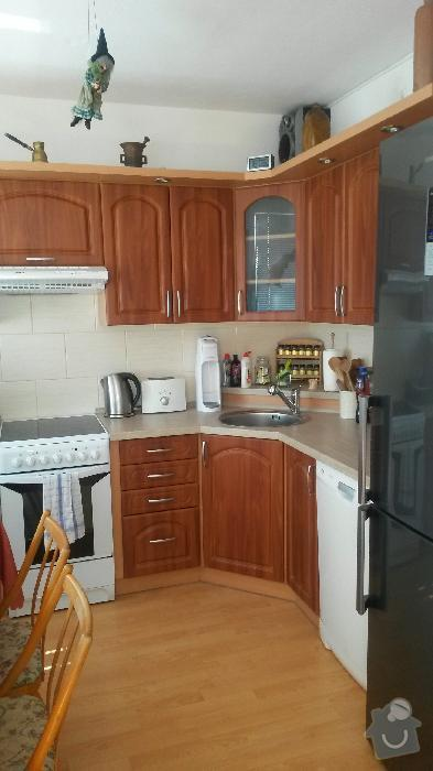 Výroba kuchyňské linky, knihovna nástavba na psací stůl a vestavěná skříň s obložkou a podstropním úložným prostorem: h_12_