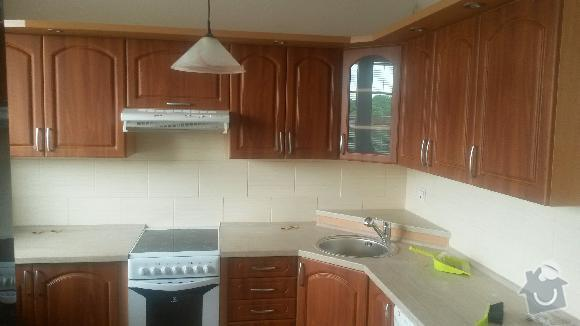 Výroba kuchyňské linky, knihovna nástavba na psací stůl a vestavěná skříň s obložkou a podstropním úložným prostorem: h_13_