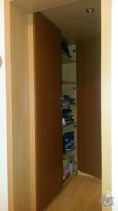 Výroba kuchyňské linky, knihovna nástavba na psací stůl a vestavěná skříň s obložkou a podstropním úložným prostorem: h_11_
