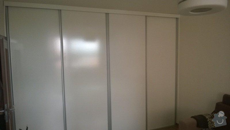 Posuvné dveře před stávající skříň, nástavec, výroba, doprava, montáž: WP_20140528_002