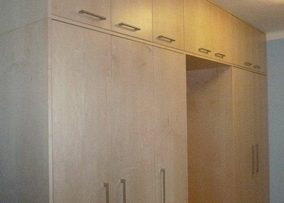 Výroba vestavěné šatní skříně a dveří