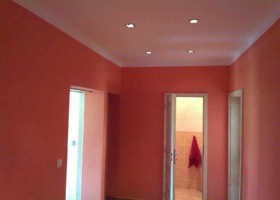 Malování bytu na bílo a v barevných odstínech