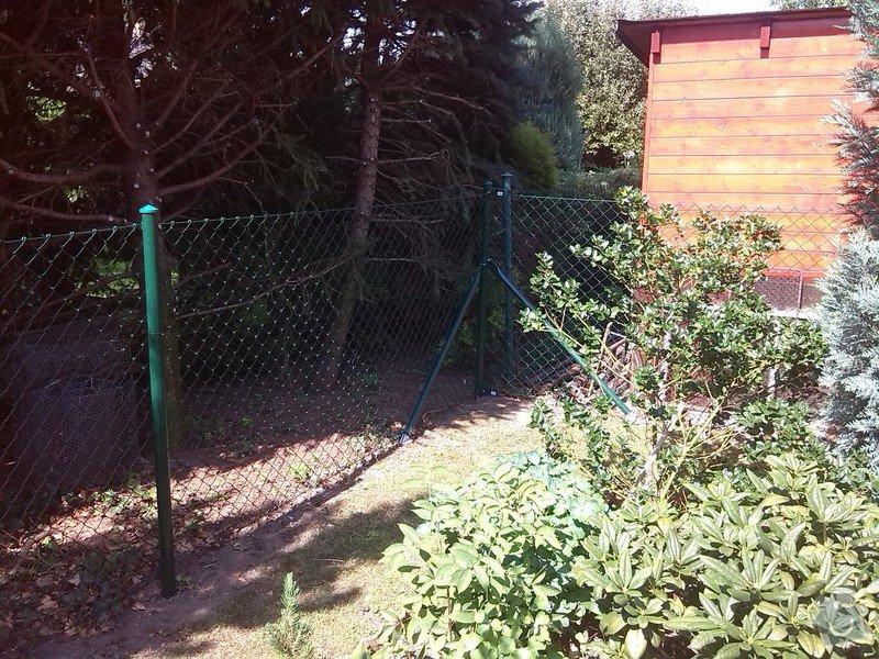 Plot a jednokřídlá branka mezi sousedícími pozemky : IMG_20140803_110050